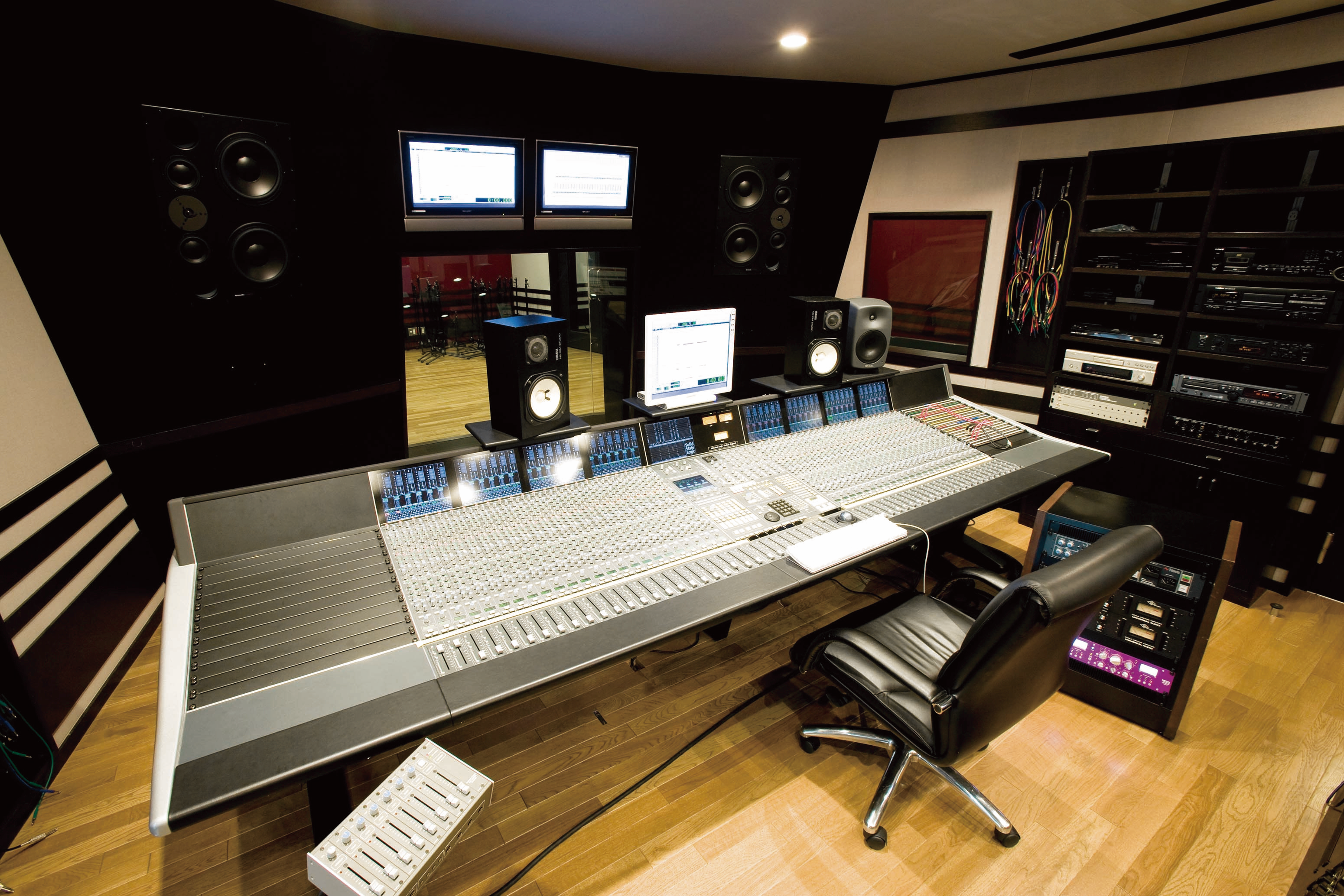 Premier Recording studio very clean - Troubleshooting in the Recording Studio
